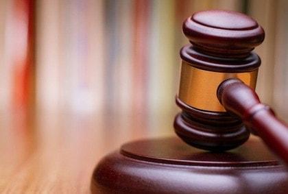 審理手続きと判決の種類