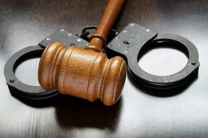 覚せい剤や大麻事件での違法捜査の検証,取調べの監視