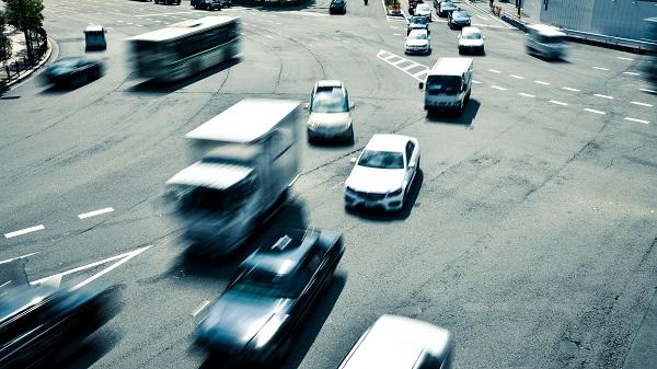 あおり運転とは|東名高速あおり事故等で話題となった罪名を詳しく解説